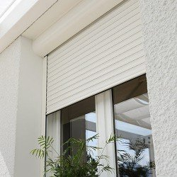 Алуминиева външно ролетна щора H39R - цвят бял/кафяв